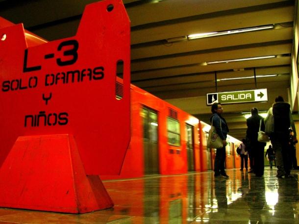 Wagon dédié aux femmes. Métro du Mexique. 2012